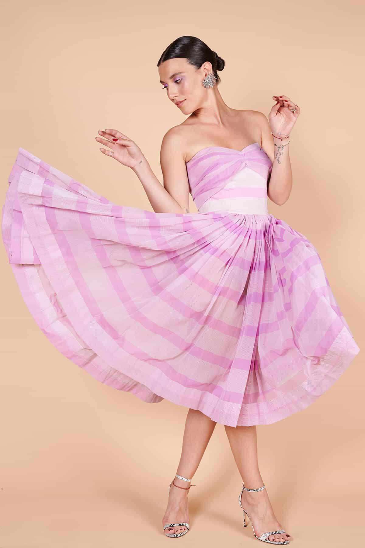 50'ler ipek organze lila straplez uçuşan etekli yaz elbisesi