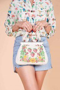 60lar boncuktan yapılmış çiçek meyve desenli el çantası