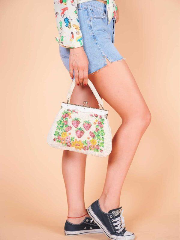 60'lar kısa saplı çiçek meyve desenli boncuktan çanta