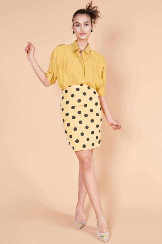 80'ler hardal sarısı ipek vatkalı truvakar kollu, omuzu pileli düğmeli bluz