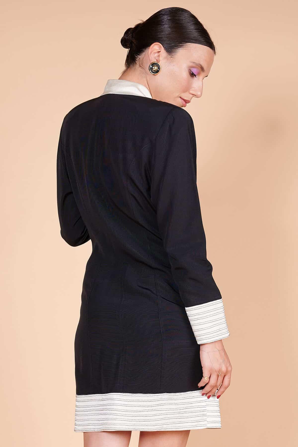 90lar siyah yakası kol ağızları cep kenarları etek ucu beyaz redingot siyah ceket