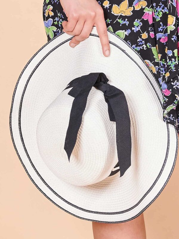 Beyaz keten şapka 2000'ler kumaş hasır görünümlü siyah kordeleli