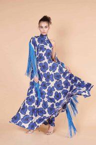 70ler Retro ipek püsküllü şal ile birlikte mavi çiçek desenli dökümlü maksi uzun elbise