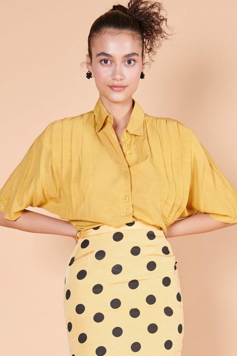 80ler hardal sarısı ipek vatkalı truvakar kollu, omuzu pileli düğmeli bluz