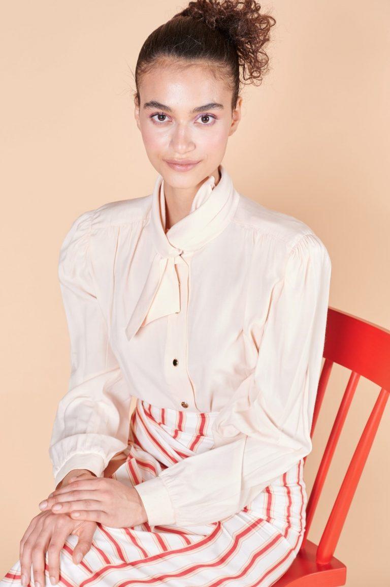 80ler pembe ipek uzun kollu geniş vatkalı yakası fiyonklu dikkat çekici bluz