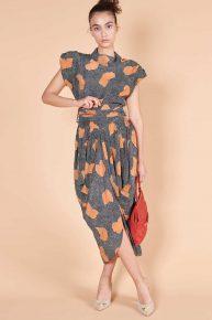 80ler Pabetland Afrika desenli vatkalı midi boy V sırt dekolteli elbise
