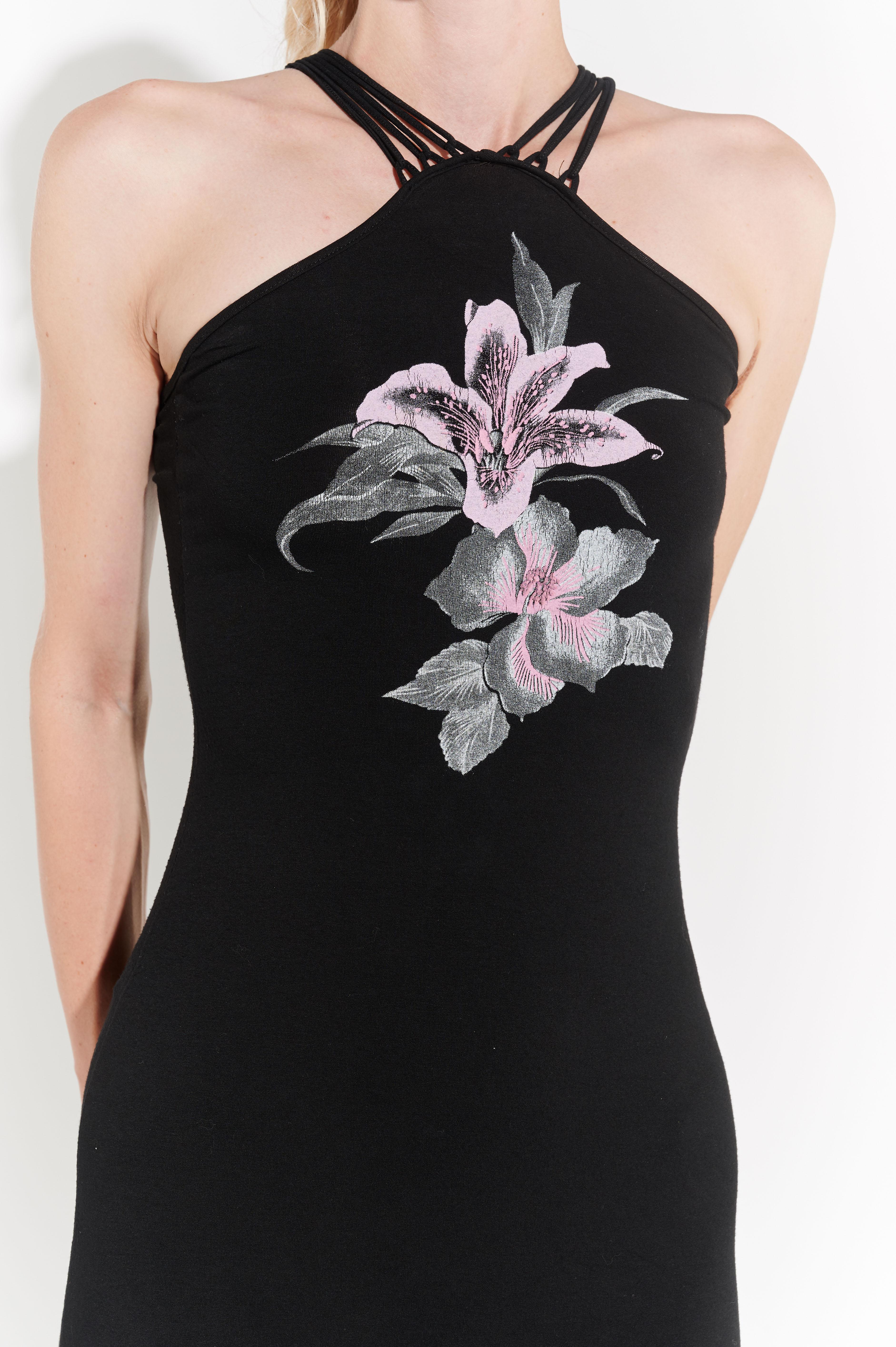 2000'ler siyah streç omuzları açık çiçek baskılı uzun elbise