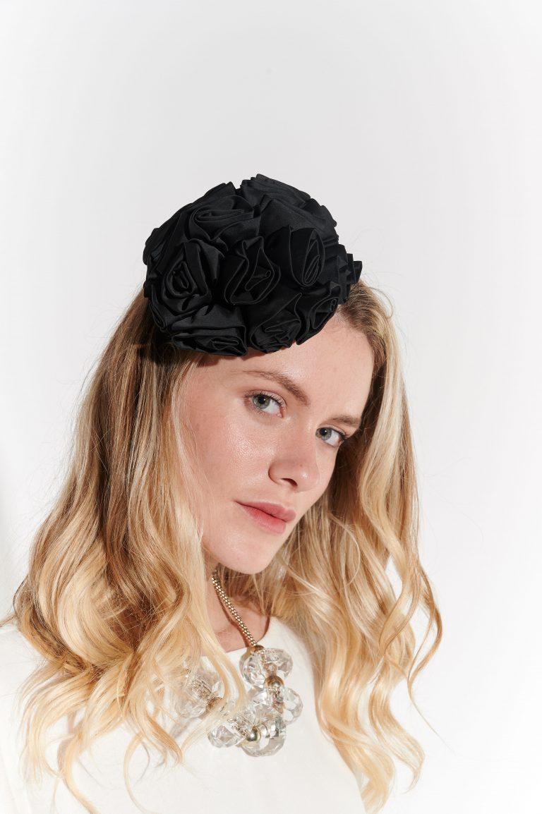 2000 Sonrası Siyah Güllü Şapka