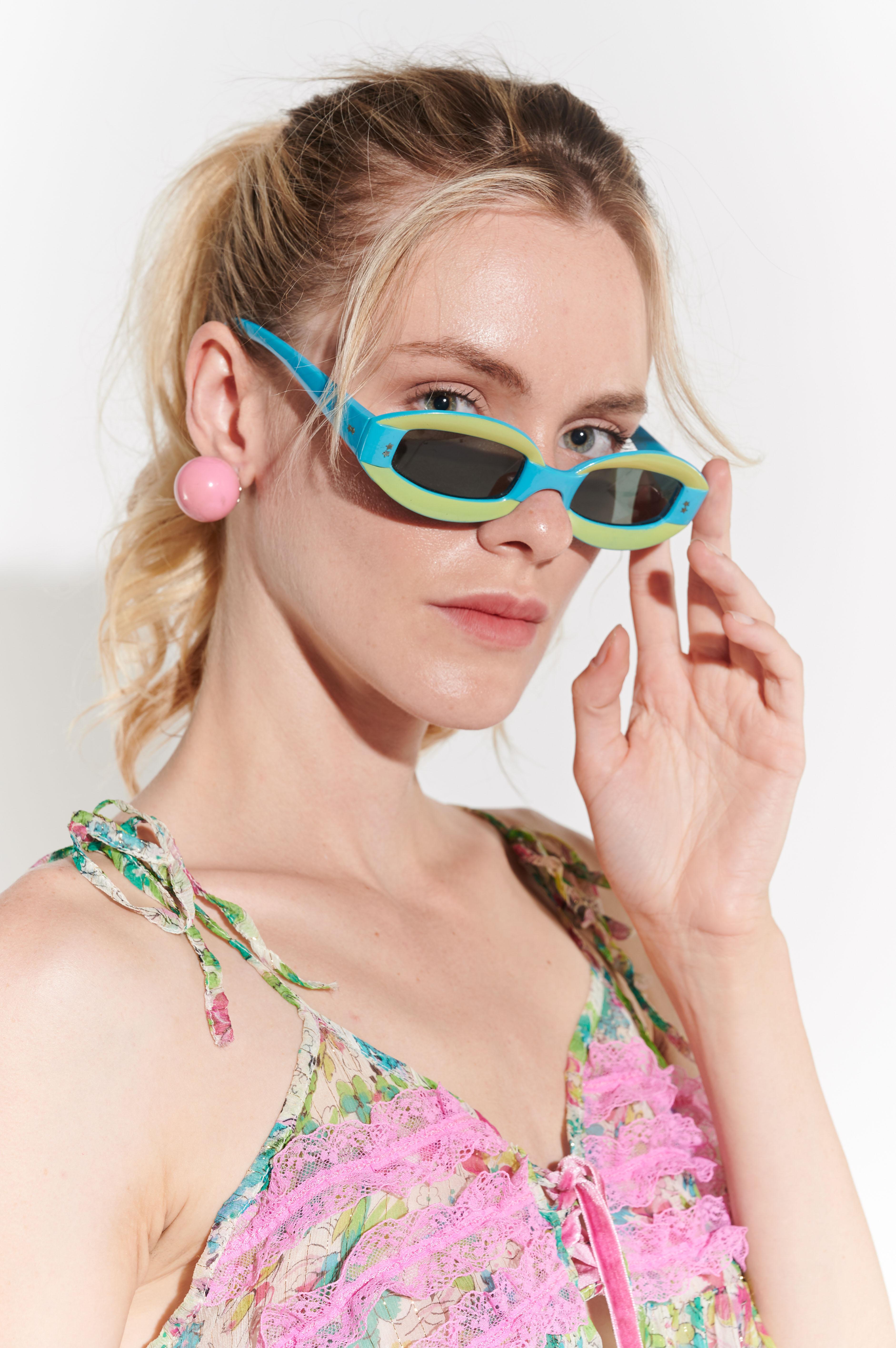 60'lar Op Art çizgisinde yeşilli mavili gözlük