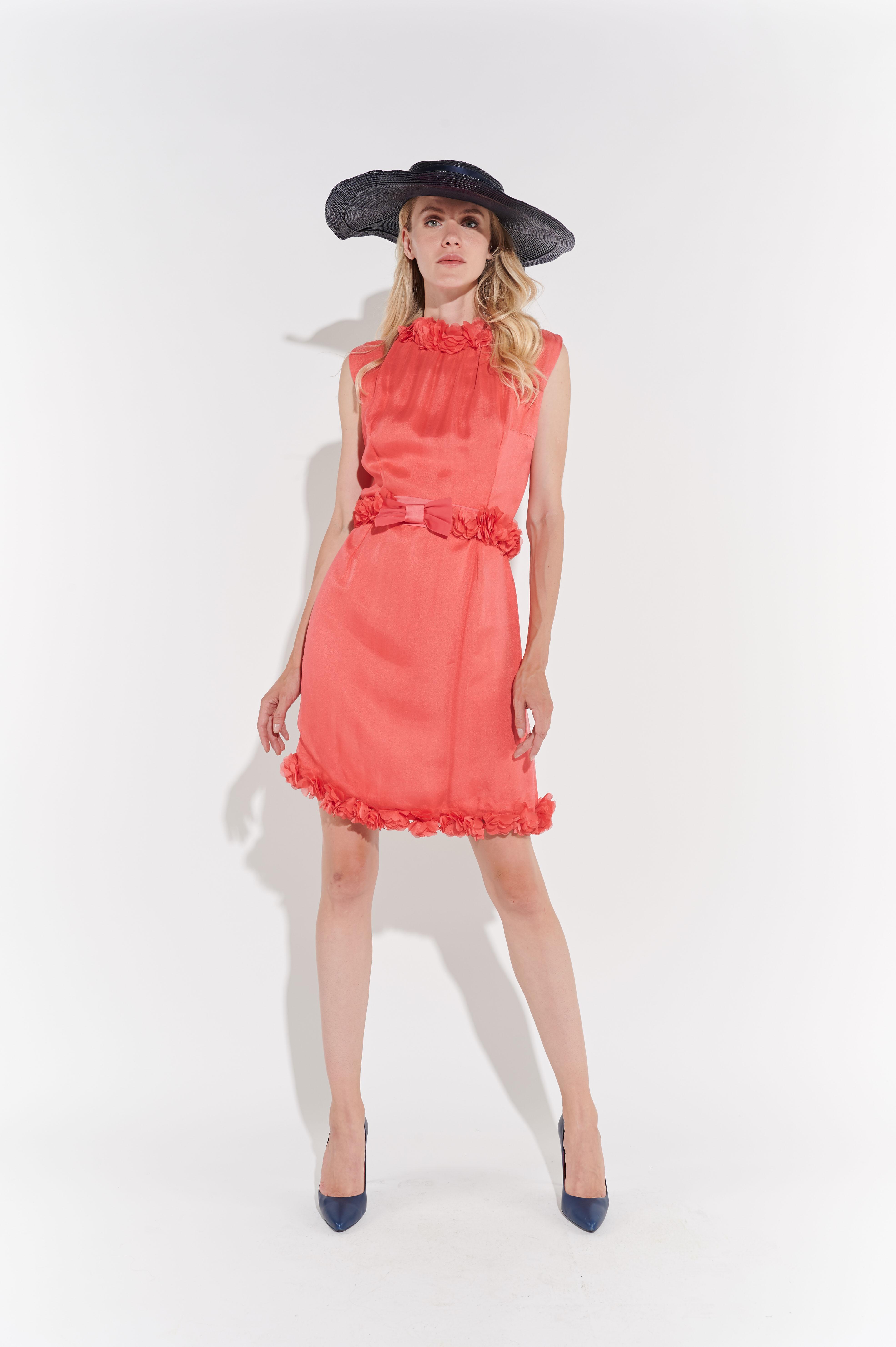 60lar Dizüstü Pembe Yakası ve Kemeri Çiçekli Şifon Elbise