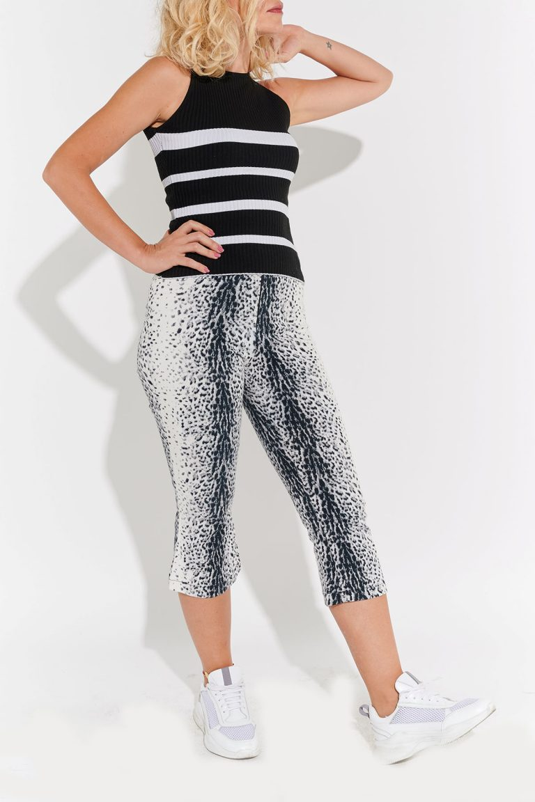 2000'ler siyah leopar desenli diz altı skinny beyaz pantolon