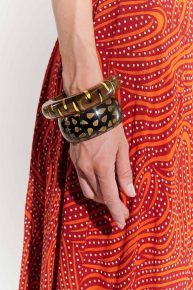 70ler iki adet Afrika etnik desenli hippi boho tarzı sert plastik bilezik