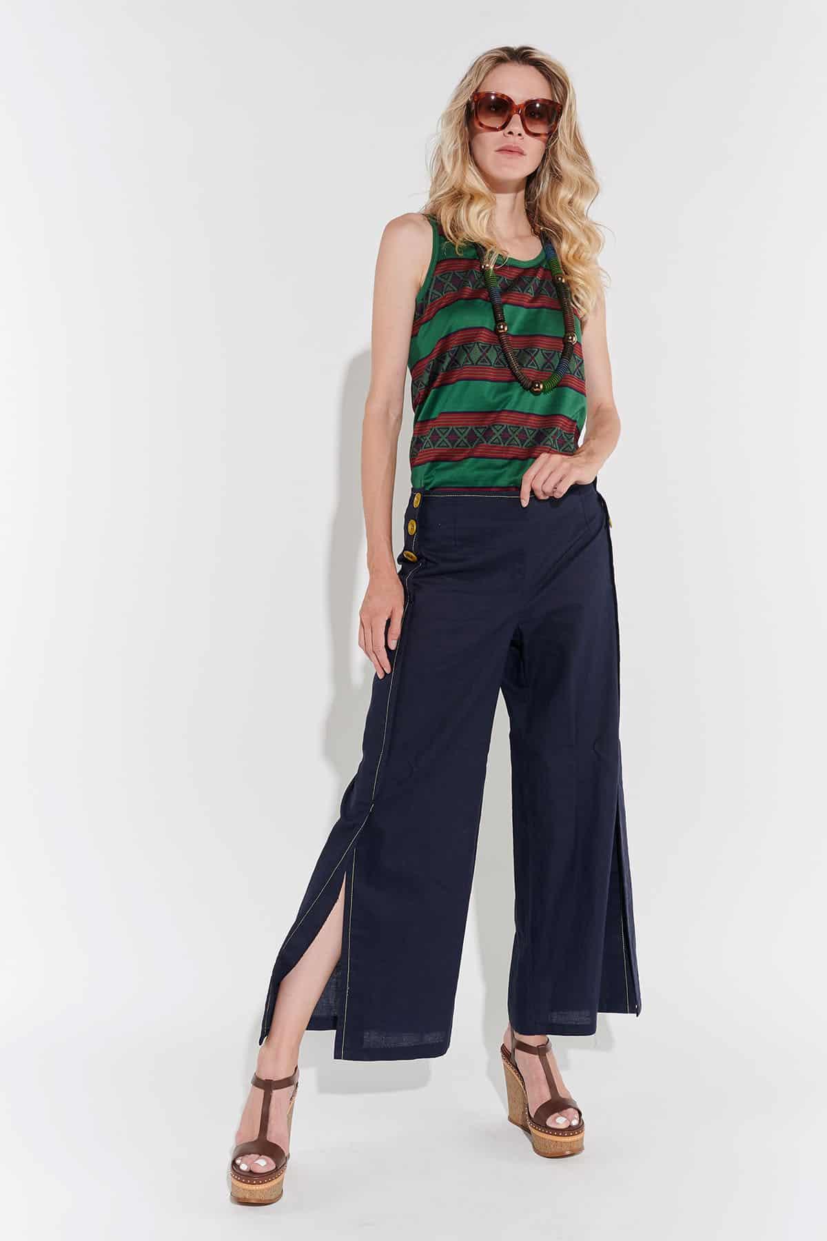 80l'er düşük belli, paçalara doğru genişleyen yırtmaçlı lacivert keten pantolon